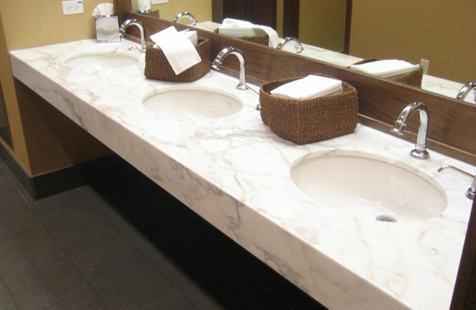 Cubiertas de granito y marmol instalacion de cubiertas en for Marmol de carrara para cocinas